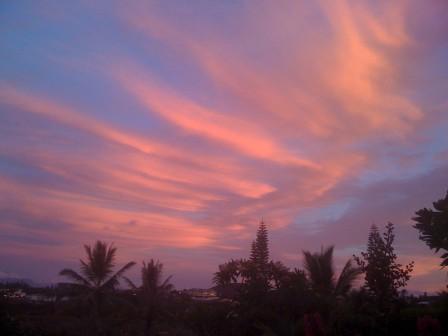 Dernier coucher de soleil de 2008 à Nouméa, Nouvelle-Calédonie. © François Nonnenmacher.